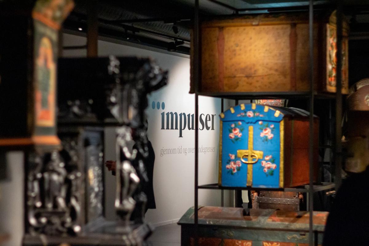 Kister i utstillingen Impulser.