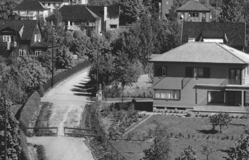 Historisk svart hvitt foto fra boligfelt med eneboliger på Vinderen i Oslo.