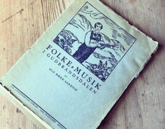 Notehefte med tittelen Folke-musik i Gudbrandsdalen av Ole Mørk Sandvik