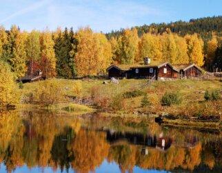 Setergrenda på Maihaugen i høstfarger.