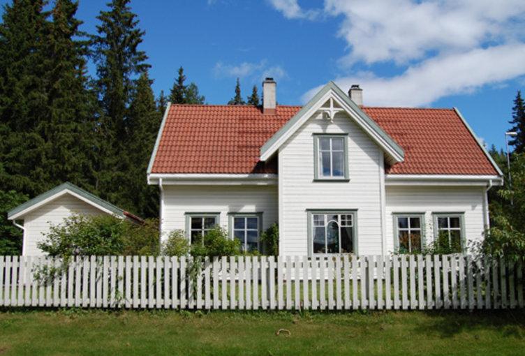 Bildet av huset som representerer 90-tallet i Boligfeltet på Maihaugen, Lillehammer.
