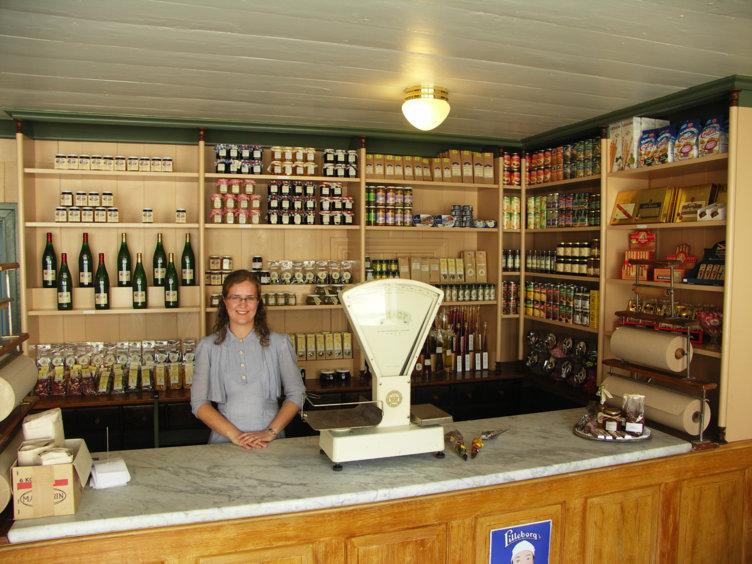 Bilde fra den  historiske butikken Avlangrud i Byen på Maihaugen på Lillehammer.