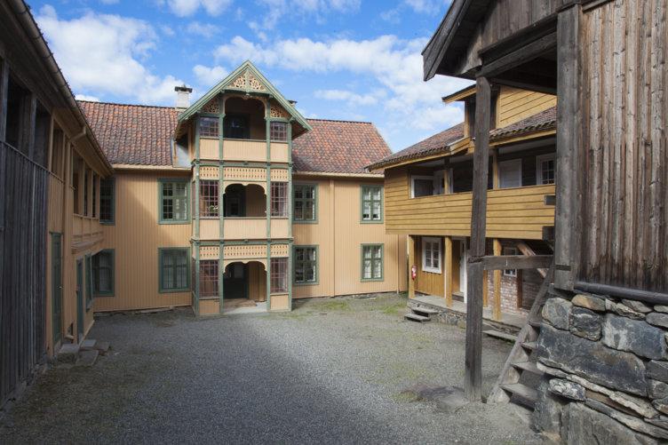 Gammel kjøpmannsgård som nå er plassert på Maihaugen på Lillehammer.
