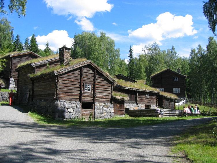 Den gamle gården Øygarden som ligger på friluftsmuseet Maihaugen på Lillehammer