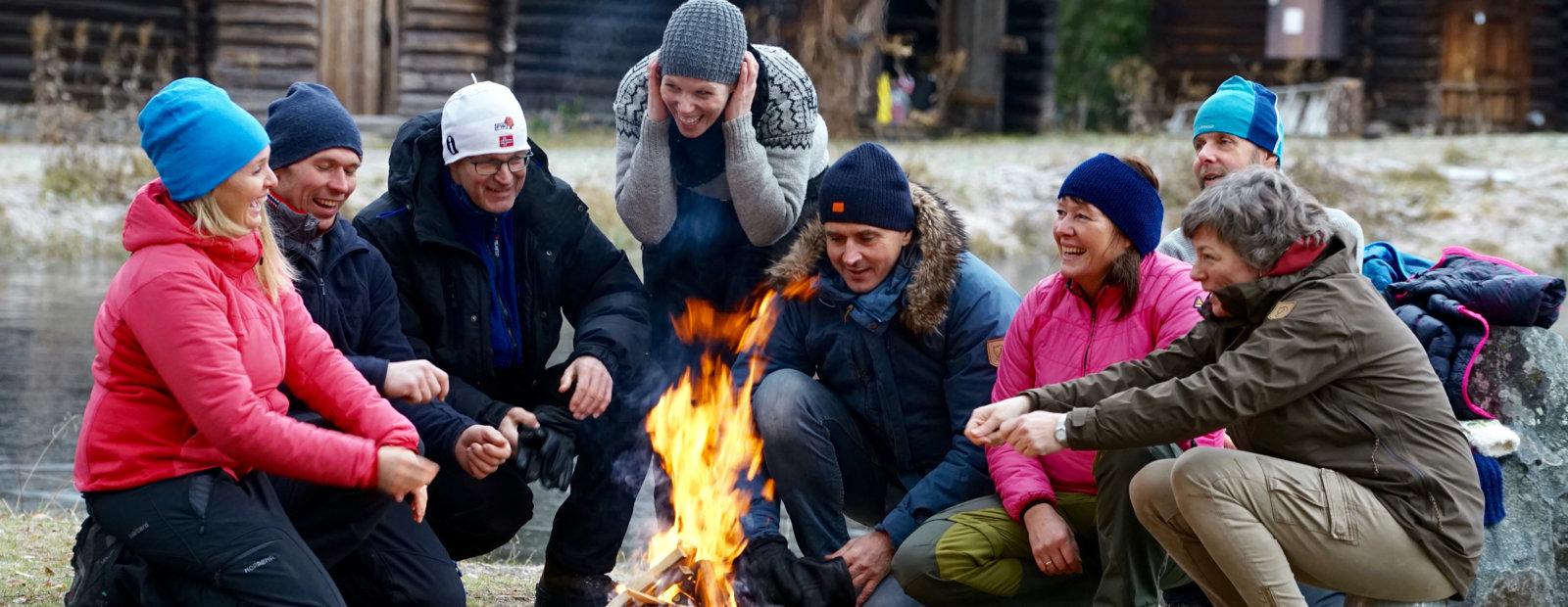 Kos rundt bålet på Maihaugen. Foto: Esben Haakenstad