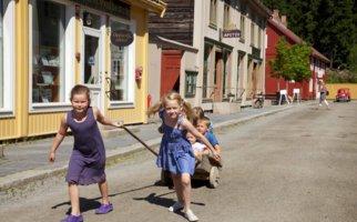 Barn i byen, Maihaugen, Lillehammer