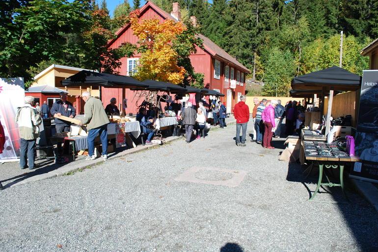 Høstmarked med over 20 utstillere. Foto: Hanne Bergseth/Norsk Håndverksinstitutt