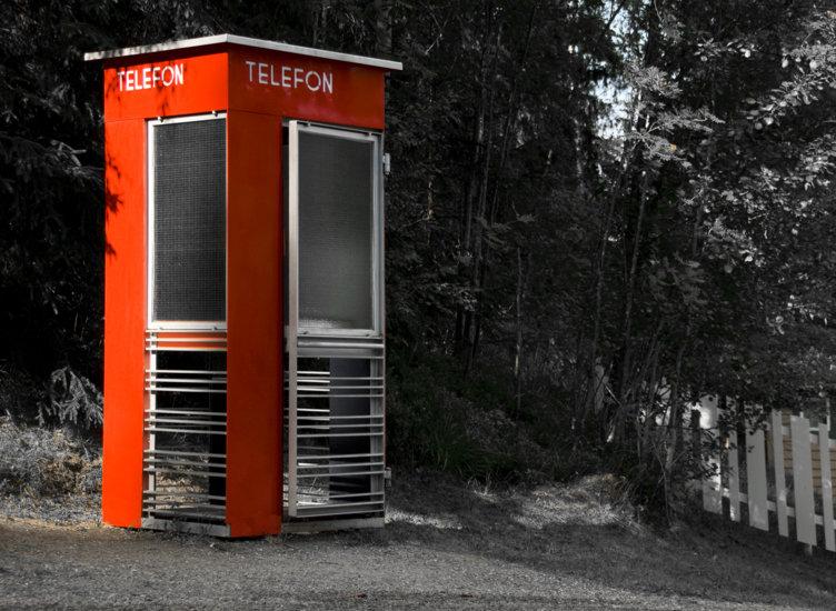 Den velkjente røde telefonautomaten, nå utstilt på Maihaugen på Lillehammer.