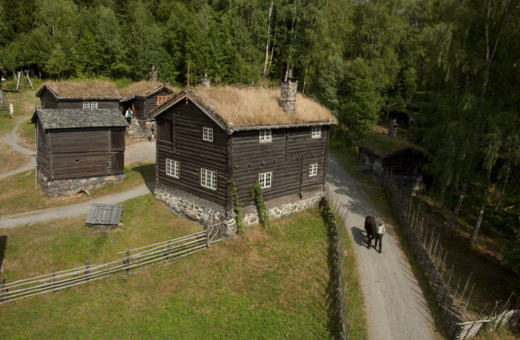Våningshuset på Øygarden på friluftsmuseet Maihaugen på Lillehammer.